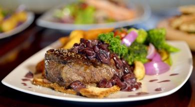 Biftek u sosu od brusnice 2